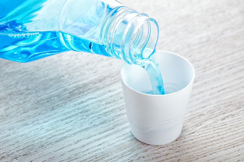 10 Surprising Uses of Listerine Mouthwash You