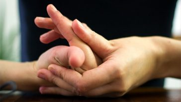 If You Crack Your Fingers That Can Cause You To Develop Arthritis