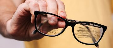 7 Signs You Definitely Need New Glasses