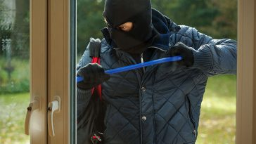 14 Signs Your House Is Vulnerable To Being Robbed