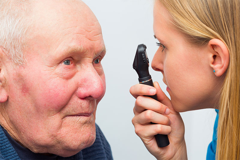 These Are The First Symptoms Of Age-Related Cataract
