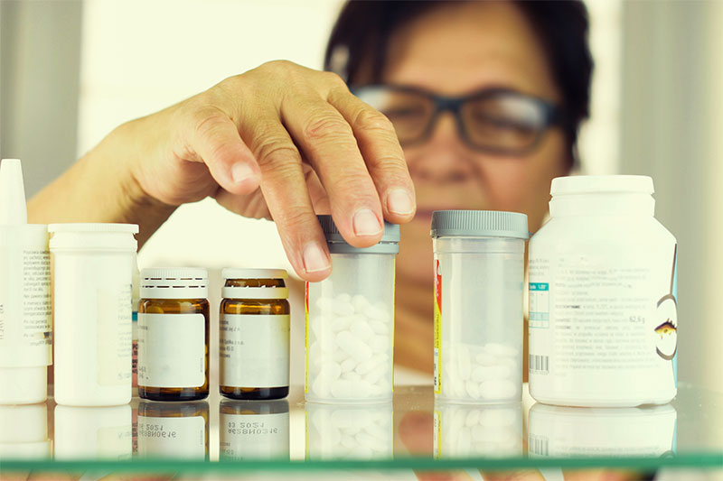 10 Things Nurses Would Never Keep In Their Medicine Cabinets