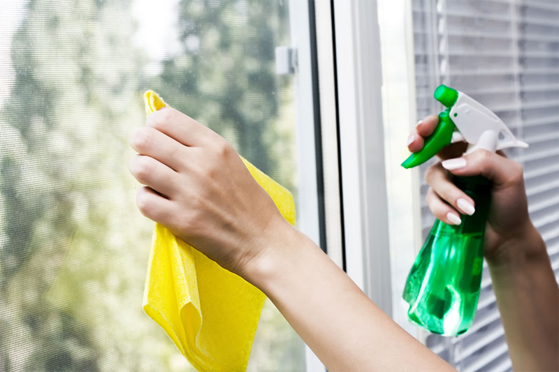 Clean Your Bathroom Window With Rubbing Alcohol And Vinegar